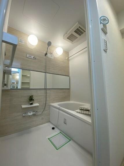浴室 湿気もこもらずいつもクリーンな乾燥機・暖房機付きユニットバス(追い焚き機能付き)