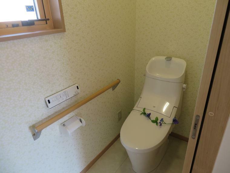 寝室 凍害の少ない便利なトイレ。寒い冬はこのトイレで決まりです!!