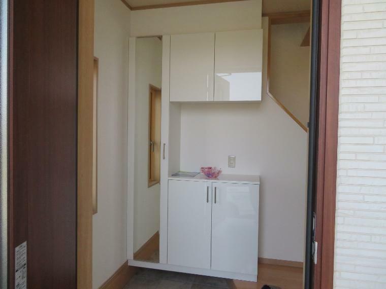 玄関 玄関入ってすぐにある収納。玄関に靴が溢れることなく収納することができます!!