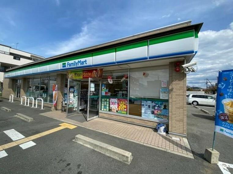 コンビニ ファミリーマート 香芝真美ヶ丘二丁目店
