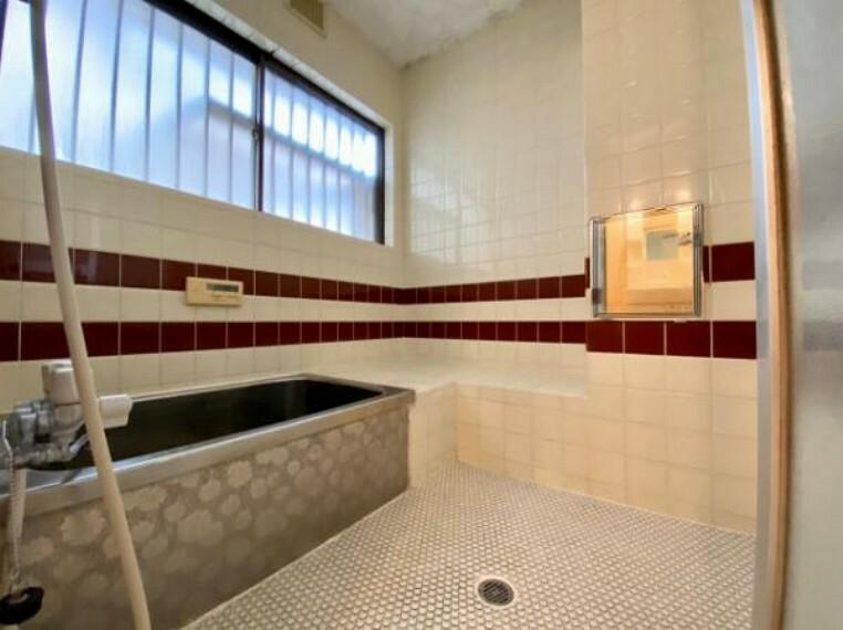 浴室 窓があるので換気もバッチリですね!