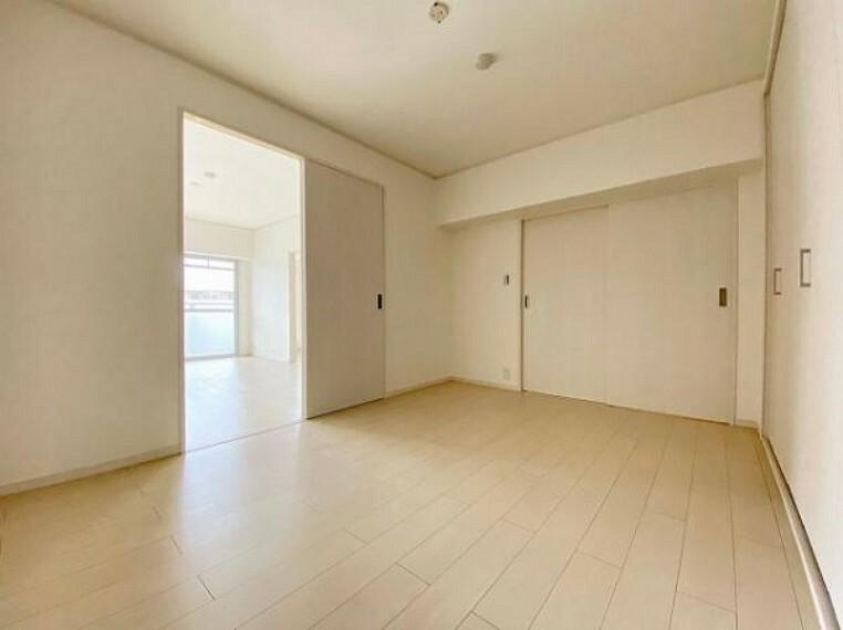 インテリアが楽しめるシンプルな洋室です