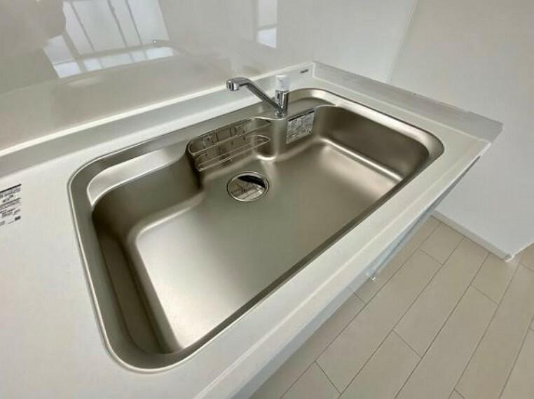 発電・温水設備 ワイドなシンクは家事も捗りますね
