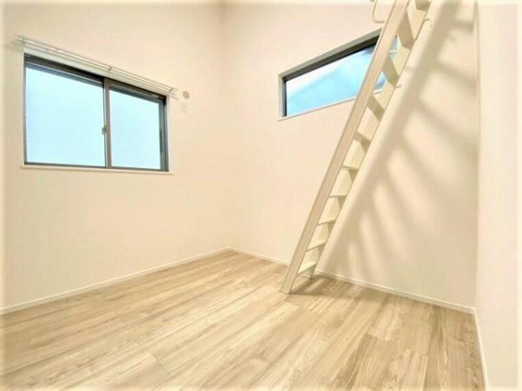洋室 窓からの陽射しが明るいお部屋