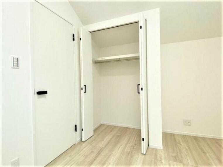 収納 洋服以外にも収納できるスペースあり