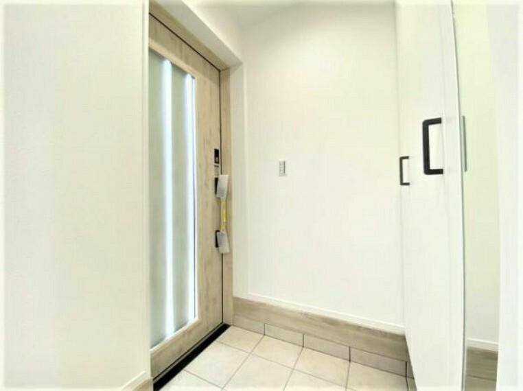 玄関 おしゃれなデザインの玄関ドア