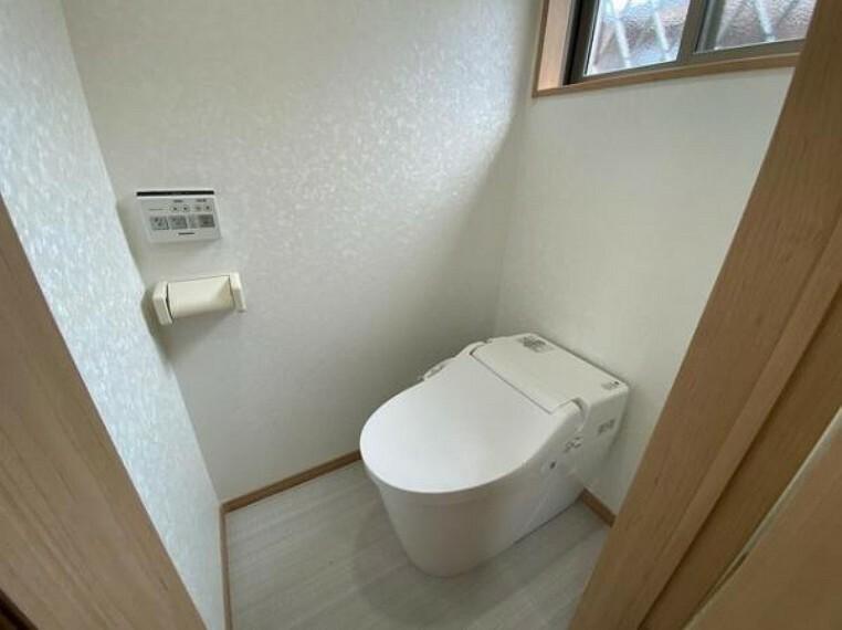 トイレ タンクレストイレでコンパクトでスッキリしてますね