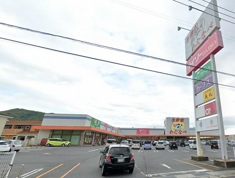 スーパー 営業時間は9:00~21:00です!駐車場は約159台可能です