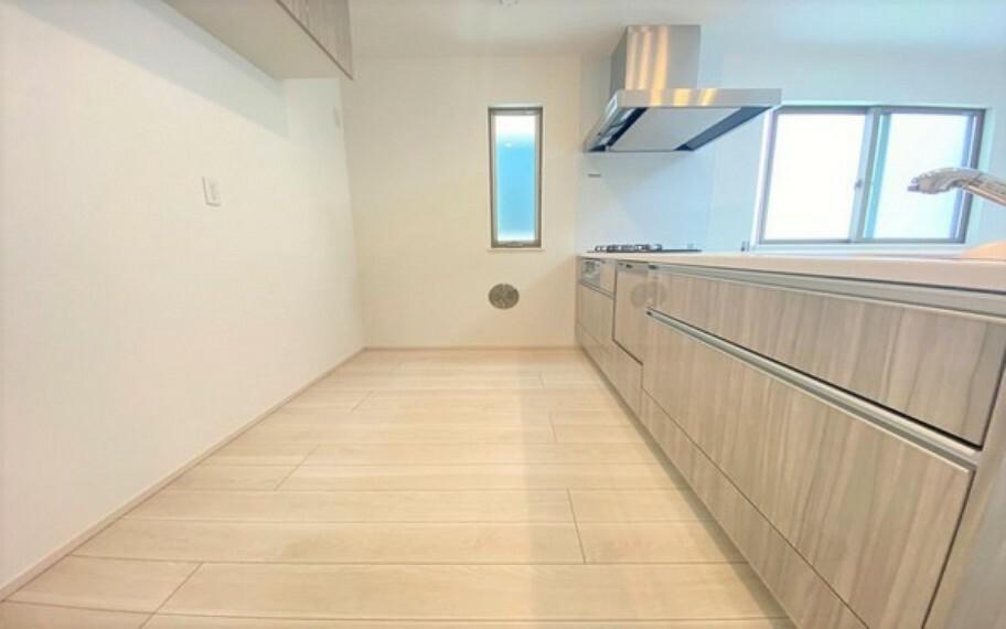 キッチン 奥行きのあるキッチンスペース。お料理の際に窮屈さを感じる事はなさそうですね。