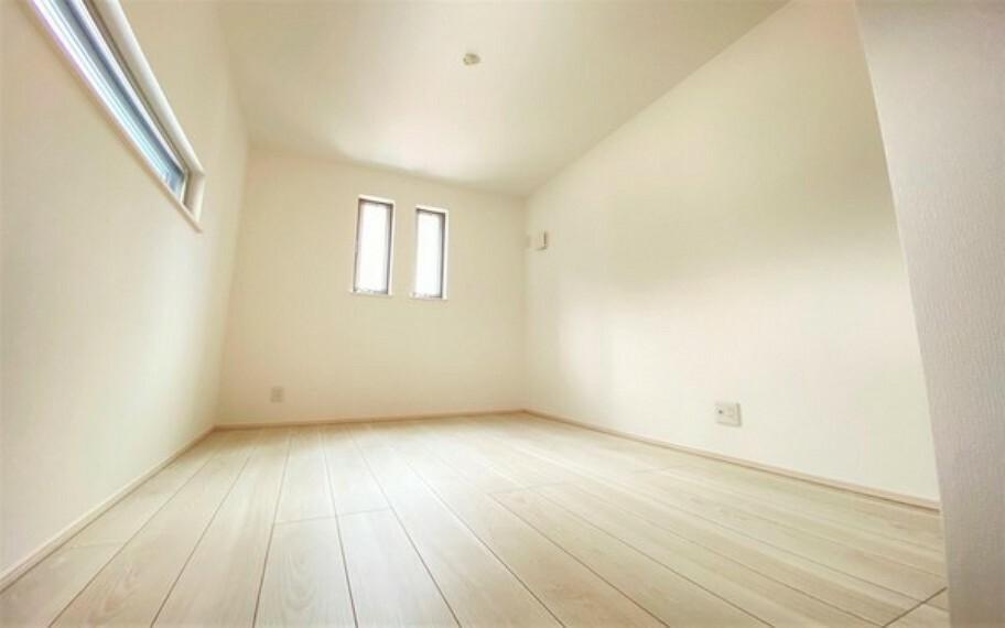 洋室 落ち着いた色調のゆとりある居住空間。