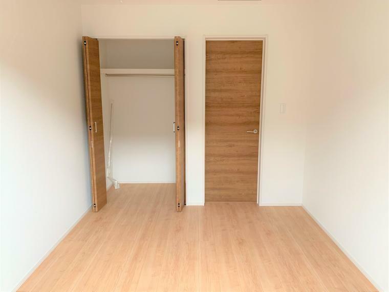 収納 室内はシンプルな仕様となっており、それぞれの好みに合わせたインテリアで、趣味に合わせてレイアウトしやすくなっております。