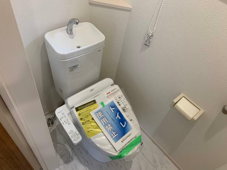 トイレ 1階2階の2ヵ所にトイレを設置しています。温水洗浄便座付きなので快適にご使用いただけます。小窓も備わっており、換気もしやすいです。