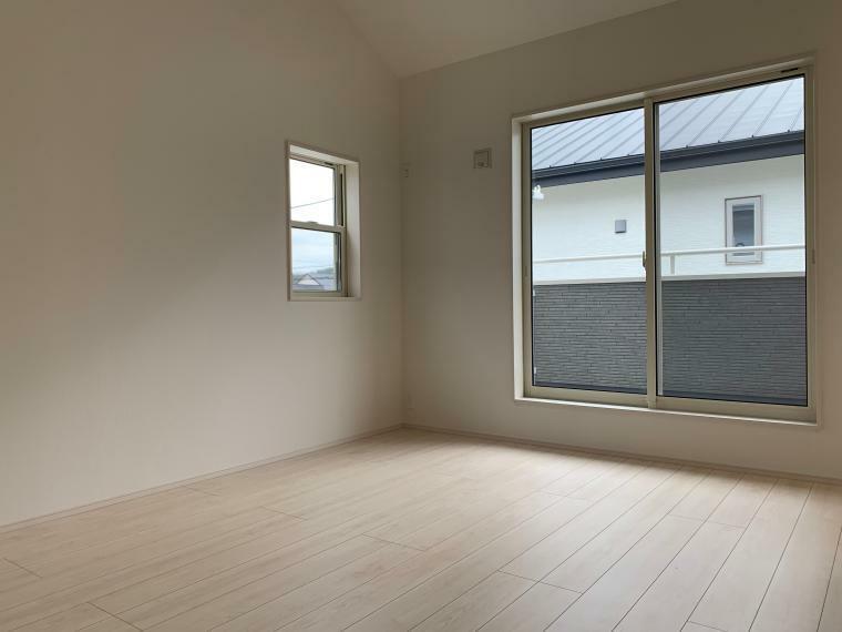 洋室 8.125帖の居室は、心地よく寛げるようゆったりとした広さを確保しています!