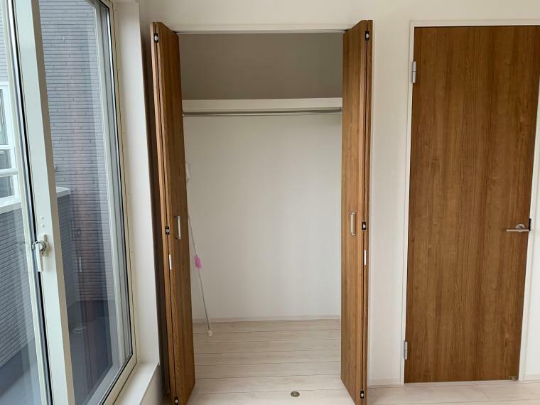 洋室 各部屋収納付きなので、お片付けもスッキリできますね!
