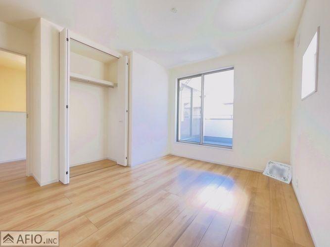 収納 全居室に収納スペースあり。それぞれのお部屋にスペースがあるのでプライベートな荷物も身近に置くことができます。
