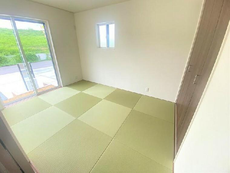 B号棟 和室・・・リビングと隣接した和室は、臨機応変に使用ができます。お子様のお昼寝や、客間としても利用ができます。