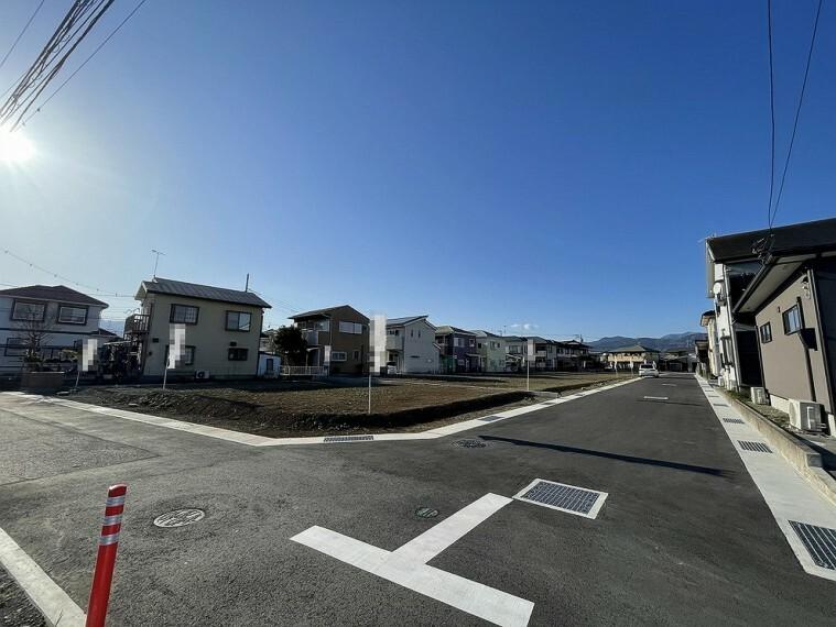 現況写真 南約4mの公道と東約6mの開発道路