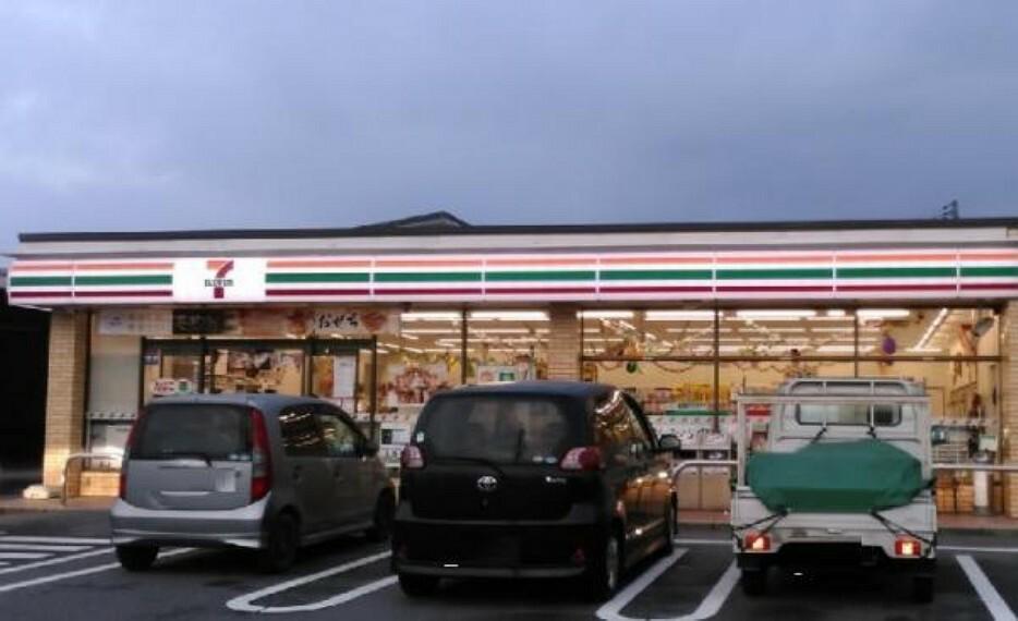 コンビニ セブンイレブン 熊野町萩原8丁目店