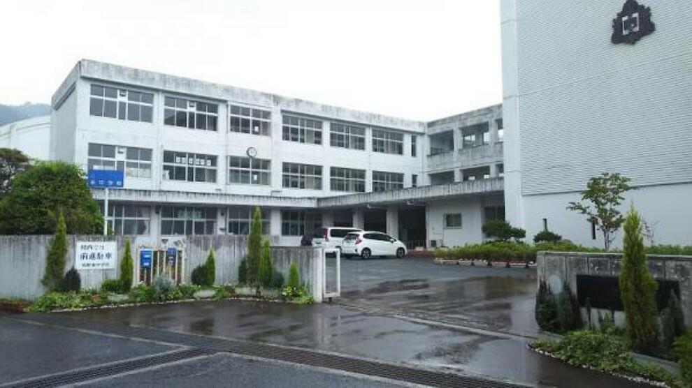 中学校 熊野町立熊野東中学校 830m