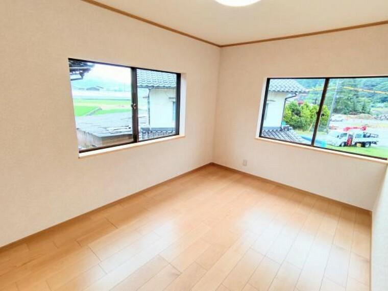 洋室 【リフォーム後写真】洋室3です。床は張り替え、天井と壁のクロスを張り替えました。クローゼットも造作しました。お子様の一人部屋にいかがですか。