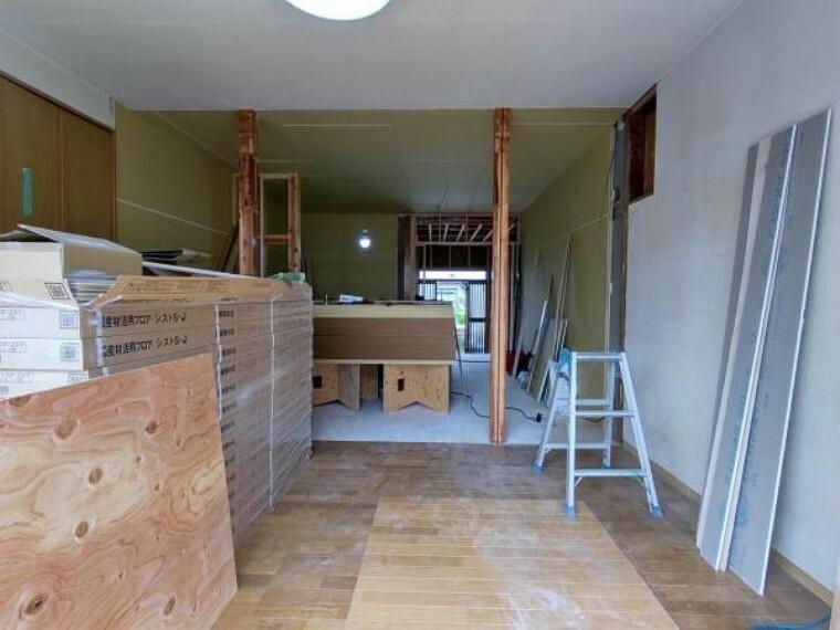居間・リビング 【リフォーム中】キッチンは対面式で、ハウステック製のシステムキッチンを新設予定です。
