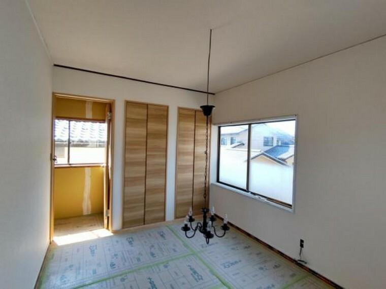 (リフォーム中)2階6帖の洋室はフローリング張替え、壁、天井をクロス張替えを行います。照明もシーリングに交換して収納もございますので、お子様のお部屋としてお使いになられてはいかがですか。
