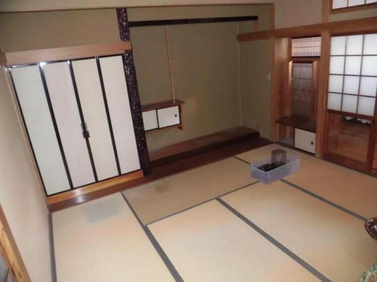 【リフォーム中】1階には二間続きの和室があります。畳は全て表替えを行います
