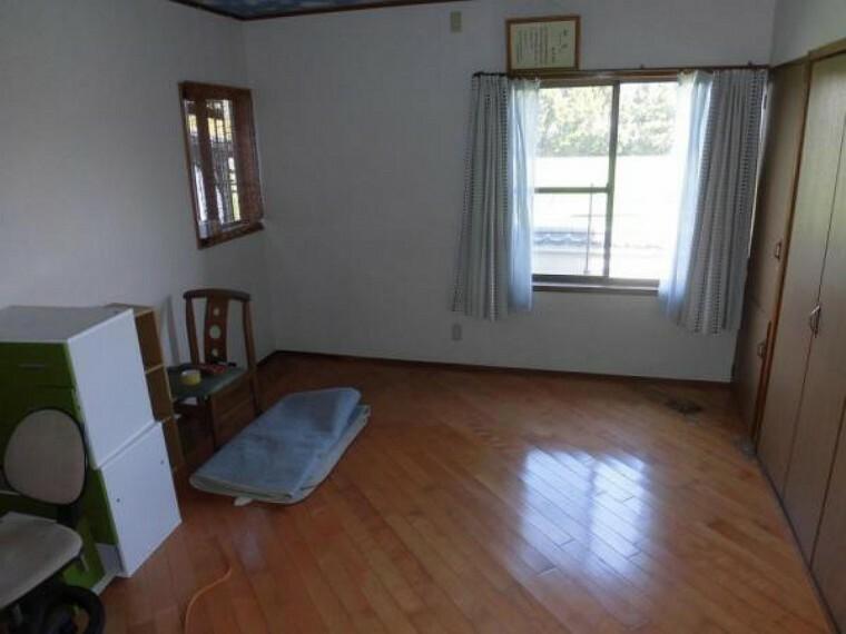【リフォーム中】1階の洋室です。収納もありお部屋を広々と使えます。