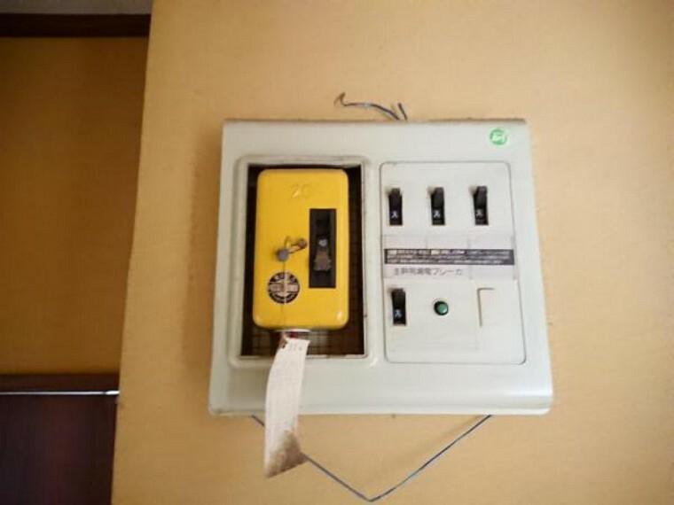 発電・温水設備 【ブレーカー】配電盤は交換します。この住宅のブレーカーは40アンペアに変更予定です。アンペア数の変更等は、ご購入後に電力会社に申請すれば可能ですので、ライフスタイルに合わせて相談ください。