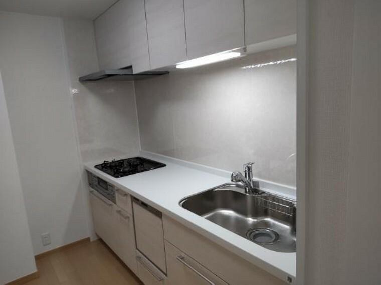 キッチン 【リフォーム済】キッチンはシステムキッチンに新品交しました。食洗機と水栓一体型の浄水器も付いています。