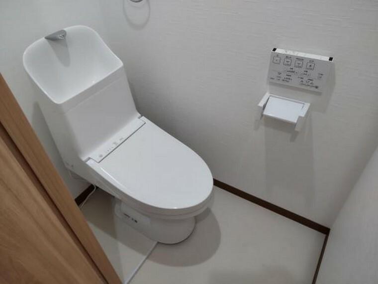 トイレ 【リフォーム済】トイレは温水洗浄暖房便座に新品交換しました。新品ですので気持ちよくご使用いただけますよ。