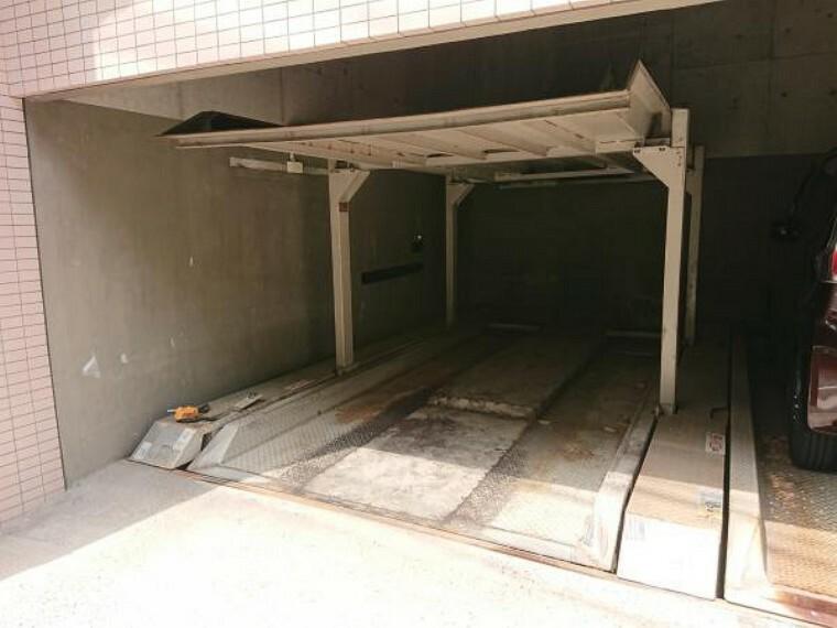 駐車場 機械式駐車場です。車種に制限があります。