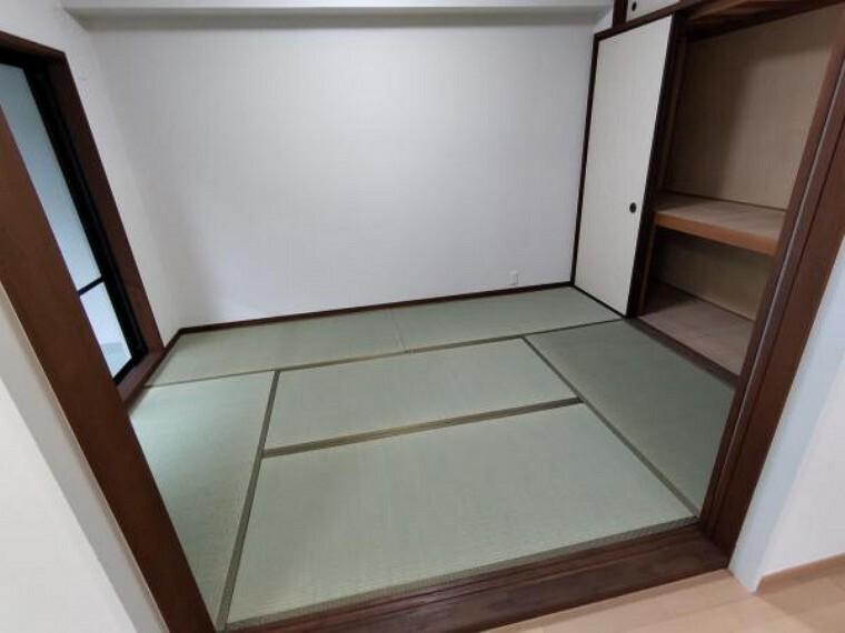【リフォーム済】リビングに隣接の和室です。畳表替え、壁、天井クロス張替えしました。