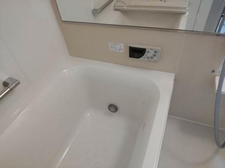 【リフォーム済】浴室の給湯は自動湯はり、追い焚きに対応しています。リモコンも新品交換しています。