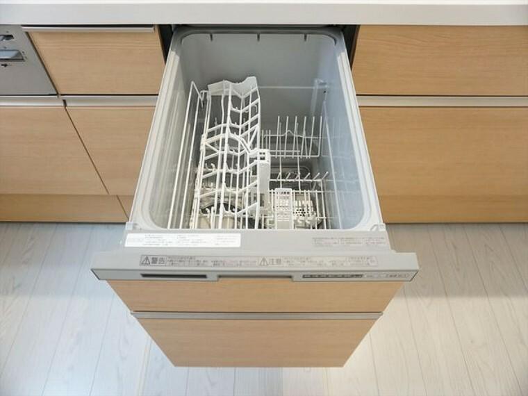 キッチン 同仕様写真。家事の時間が短縮できる食器洗浄乾燥機付。後片付けもラクラクです。
