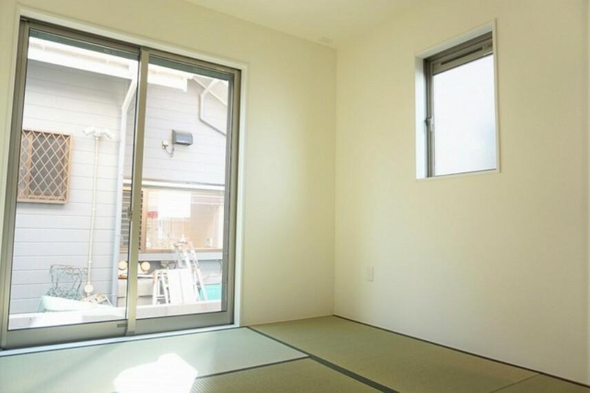 居間・リビング 同仕様写真。LDKに隣接する和室です。様々な使用用途で活躍しそうです。