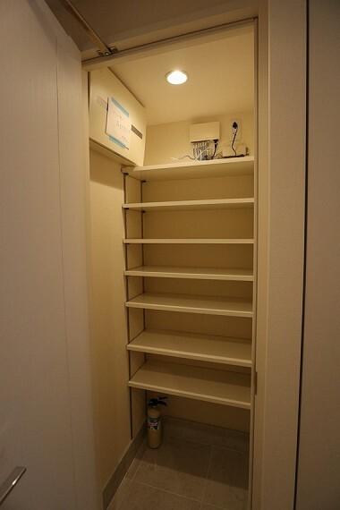 収納 シューズボックスには靴や掃除用具、ちょっとしたアウトドア用品もしまえます