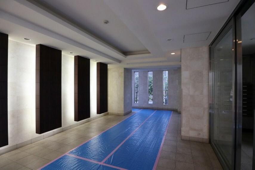 エントランスホール 平成22年築の新耐震物件。共用部修繕工事履歴もあり