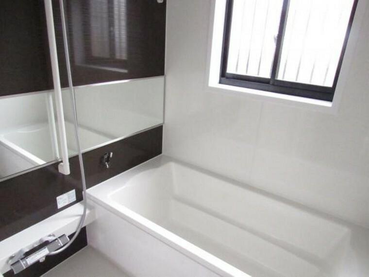 浴室 【リフォーム済】ユニットバスはハウステック製の1坪サイズのものに新品交換工事を行いました。浴室乾燥機がついているので梅雨の時期などには重宝しますよ。
