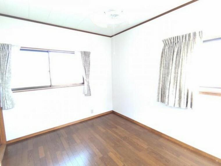 【RF前】5/14撮影 2F洋室です。床を重ね張りをし、壁クロス交換予定です。