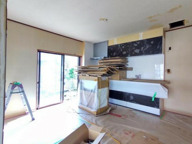 居間・リビング 【リフォーム中8/31撮影】リビングの写真です。隣接する和室とつなげて15.5帖のリビングを作成していきます。