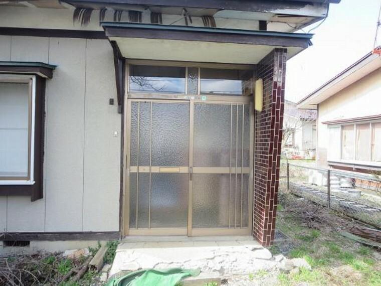 外観写真 【リフォーム中】玄関は扉を交換します。