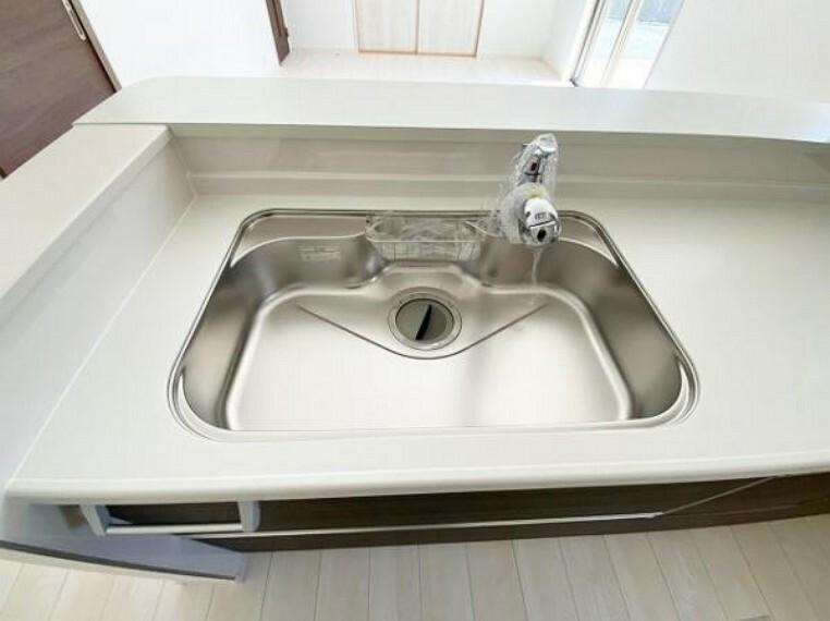 大きめの鍋も洗える使い勝手の良いジャンボシンク。