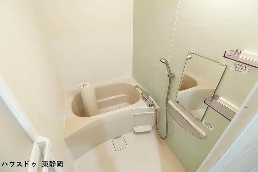 浴室 浴槽でゆったりとリラックスタイム 毎日の疲れを取る癒しの場所ですね