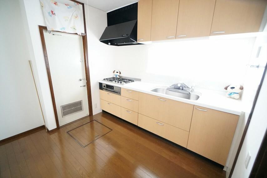 キッチン 調理スペースが広くお料理しやすい仕様となっております  シンクも大きめなので洗い物もスムーズですね