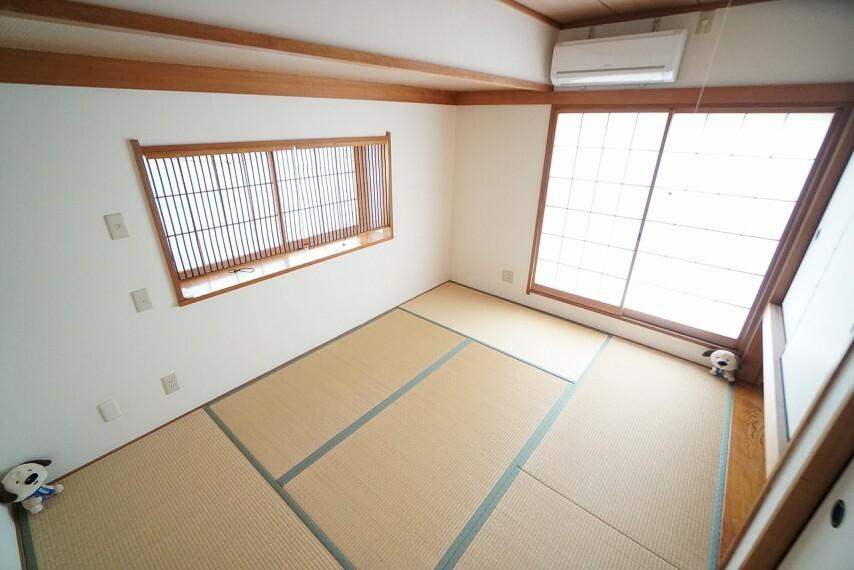 和室 急な来客時にも、柔軟に対応してくれる和室。 ご両親や親戚が遊びにくる際には、和室が大活躍します。