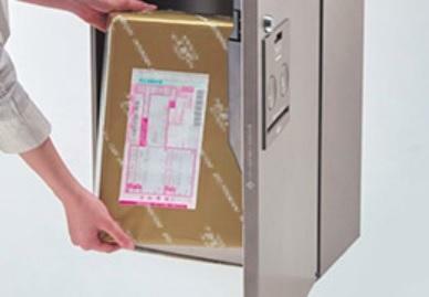 宅配ボックス(参考写真) 24時間受け取り可能で便利な宅配ボックスを設置。ネットショッピング利用などに便利です。受け取りを気にせず外出できます。(受取サイズに制限があります。一部取り扱えない荷物があります)