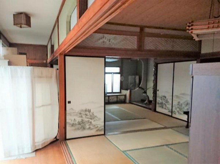 現況写真 【リフォーム前】1階の二間続きの和室です。奥の和室は縁側と一体の洋室に造り替える計画です。