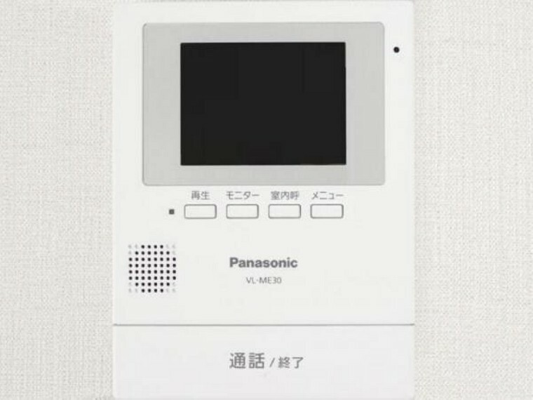 【同仕様写真】カラーTVモニター付きインターホンを新設予定です。留守中の来客も記録できるので防犯面でも安心ですね。しつこい勧誘も顔を合わせずに対応可能なので、お子様やご年配の方の留守番にも便利です。
