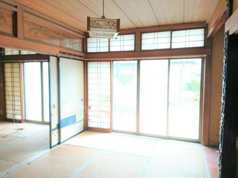 【リフォーム中】1階6帖和室です。6帖洋室に変更予定で、クローゼットも新設します。